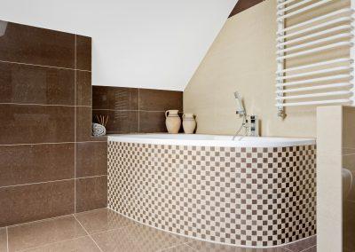 modern-bathroom-in-the-attic-PCDYP4Q